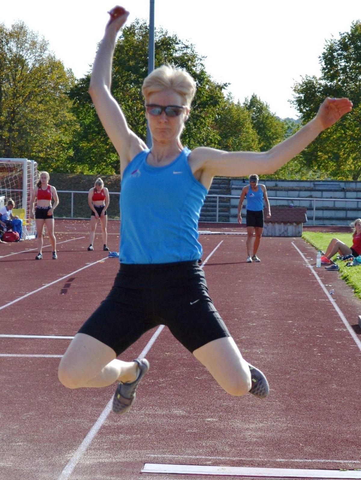 Neue Bestweite im Weitsprung: Diana Richter aus Rennertehausen beim Sportfest der LG Eder. © Manfred Hamel